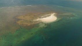 Остров Sandy в море philippines акции видеоматериалы