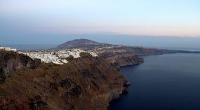 Остров Santorini на сумраке Стоковые Фотографии RF
