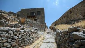 Остров Spinalonga в ориентир ориентире Крита Греции Руины стародедовской крепости акции видеоматериалы