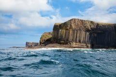 Остров Staffa от моря Стоковые Изображения