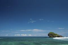 Остров Watu Karung, Pacitan, Ява, Индонезия Стоковые Изображения