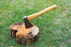 Ось и деревянная чурка Стоковое Фото