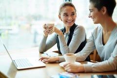 Ослабьте в кафе Стоковое Изображение RF