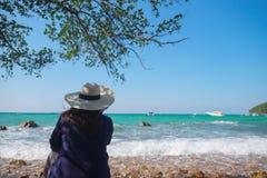 Ослабьте и самостоятельно на море Стоковая Фотография RF