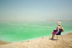 Ослабьте на мертвом море Стоковая Фотография RF