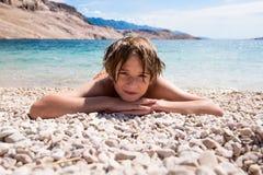Ослабьте на пляже стоковое изображение rf