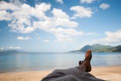 Ослабляющ на пляже Lobo, Batangas, Филиппины Стоковое фото RF
