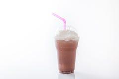 Отбензинивание milkshake какао с взбивая сливк Стоковая Фотография