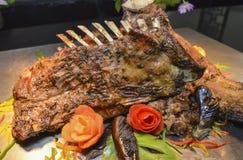Отбивные котлеты овечки на carvery шведского стола ресторана стоковая фотография rf