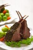 Отбивные котлеты овечки с brussel - ростки и моркови Стоковая Фотография RF