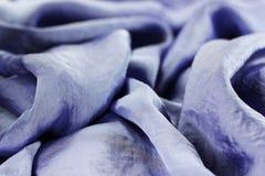 отбортовывает фиолет текстуры ткани silk Стоковая Фотография RF
