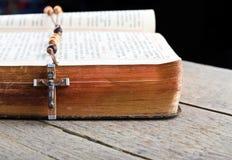 отбортовывает rosary breviary Стоковое Фото