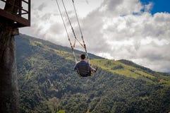 Отбрасывать, шалаш на дереве, летание, baños стоковая фотография