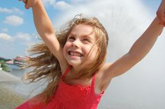 отбрасывать девушки счастливый Стоковая Фотография RF