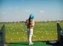 отбрасывать luttle гольфа девушки клуба Стоковые Изображения RF