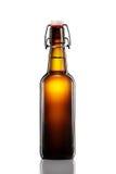 Отбросьте верхнюю бутылку светлого пива изолированную на белой предпосылке Стоковое фото RF