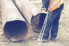Отверстие вырезывания работника сварщика в металле 3 Стоковое Фото