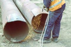 Отверстие вырезывания работника сварщика в металле 4 Стоковые Фото