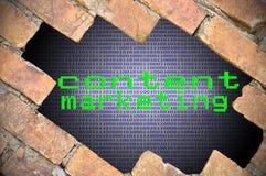 Отверстие в кирпичной стене с предпосылкой разряда двоичного числа внутренней и Conte стоковые изображения rf