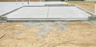 Отверстие гаража бетонной плиты Стоковое фото RF