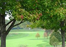 отверстие гольфа осени Стоковая Фотография