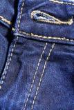 Отверстие кнопки голубых джинсов джинсовой ткани Стоковые Фото