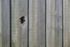Отверстие на деревянной загородке стоковые изображения