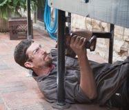 Отверстие работника сверля в несуразном месте Стоковое Изображение
