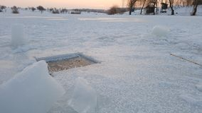 Отверстие рыбной ловли льда стоковые фото