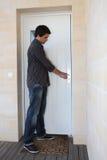 отверстие человека двери стоковое изображение