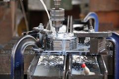 отверстие делая плиты металла Стоковые Фотографии RF
