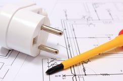 Отвертка и электрическая штепсельная вилка на чертеже конструкции Стоковое Изображение