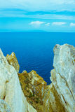 Отвесный утес в море Стоковая Фотография RF