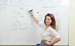 Ответы студента в классе на классн классном Стоковые Фото