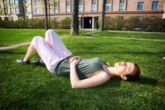 отдыхать девушки подростковый Стоковые Фотографии RF