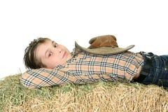 отдыхать сена страны мальчика Стоковое фото RF