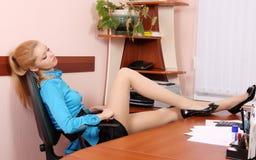 отдыхая женщина Стоковые Фотографии RF