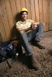 Отдыхая рабочий-строитель Стоковое Фото