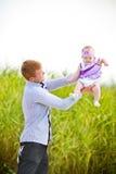 Отец бросает дочь Стоковые Изображения