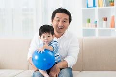 Отец и его ребенк стоковое изображение