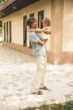 Отец и дочь семьи outdoors Стоковое фото RF