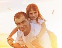 Отец и дочь совместно стоковое изображение
