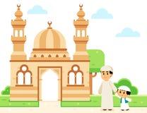 Отец и сын идя к мечети Стоковая Фотография RF