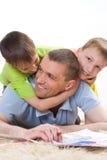 Отец и 2 молодых брать Стоковые Фотографии RF