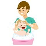 Отец купая сына иллюстрация вектора