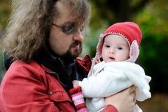 отец младенца держа немногую молодой Стоковые Фото