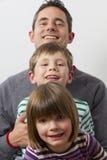 Отец с его малышами Стоковое Изображение