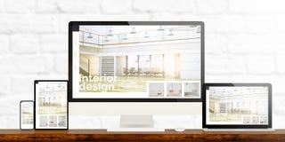 отзывчивые приборы дизайна интерьера на деревянном рабочем столе стоковая фотография rf