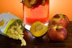 откалывает sangria картошки персиков Стоковая Фотография RF