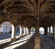 Откалывать Campden, Gloucestershire, Великобритания Выйдите Hall вышед на рынок на рынок, историческое сдобренное здание стоя в ц стоковые изображения rf